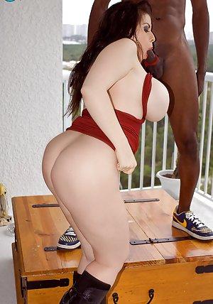 Big Booty Milf Pics