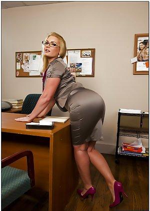 Office Big Booty Pics