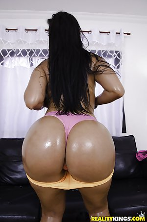 Oiled Booty Pics
