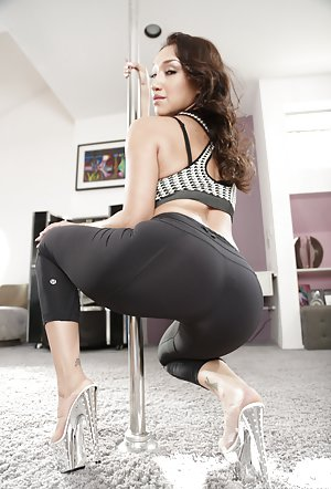 Yoga Pants Booty Pics