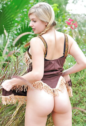 Booty Outdoor Pics